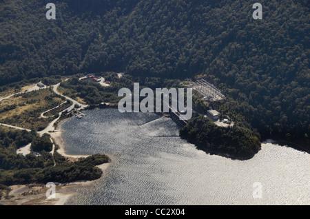 Vue aérienne de manapouri power station station d'énergie hydroélectrique Lac Manapouri Parc national de Fiordland Banque D'Images