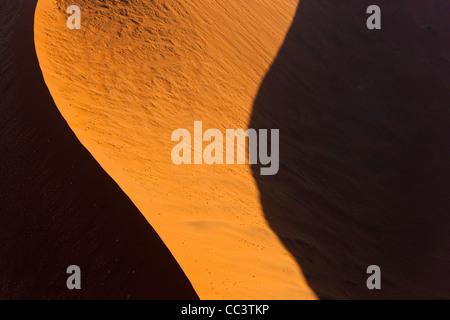 Vue aérienne sur des dunes de sable, Désert du Namib, Namibie Banque D'Images