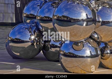 Détail de la sculpture de ballon le Guggenheim Museum, sur les rives de la rivière Nervion dans la ville de Bilbao, Banque D'Images