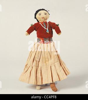 La collecte de jouets du xxe siècle. Tribu Navajos poupée couteaux. De l'Arizona. Hauteur 33 cm Banque D'Images
