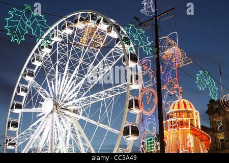 La roue d'observation Noël temporaire sur George Square, Glasgow, Écosse, Royaume-Uni Banque D'Images