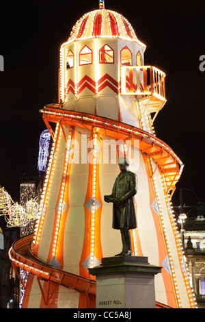 Les fêtes de Helter Skelter sur George Square, Glasgow, Écosse, Royaume-Uni Banque D'Images