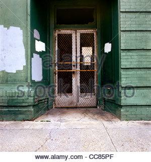 La porte de l'immeuble abandonné, La Nouvelle-Orléans, Louisiane, États-Unis Banque D'Images