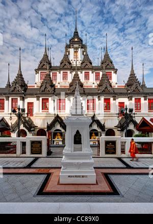 En face de moine au Wat Ratchanadda Loha Prasat   Bangkok Banque D'Images
