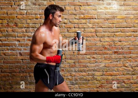 Boxer Homme muscle de bandage et poids de formation Banque D'Images