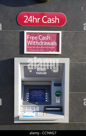 24h cash machine gratuitement cashline rbs à un magasin Tesco atm dans le nord de Londres Angleterre Royaume-Uni cricklewood