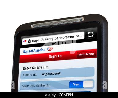 La connexion à des services mobiles en ligne avec Banque d'Amérique sur un smartphone HTC Banque D'Images