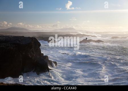 Une mer près de la falaise de Belmullet, Comté de Mayo, Irlande. Banque D'Images