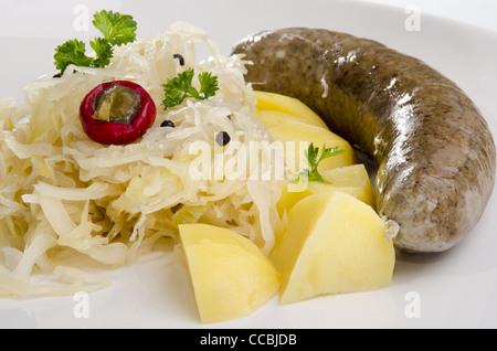 La choucroute à la vapeur avec le porc grillé et pommes de terre Banque D'Images