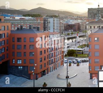 Plaza del gas, Aguilar y varona arquitectos asociados slp, plaza et en vue de l'hôtel de ville de Bilbao, Bilbao Banque D'Images