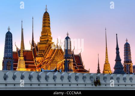 Crépuscule au Temple du Bouddha d'Emeraude | Bangkok Banque D'Images