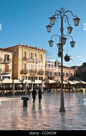 La Platia Syndagmatos, la place principale de la vieille ville de Nauplie, Argolid, Péloponnèse, Grèce. Banque D'Images