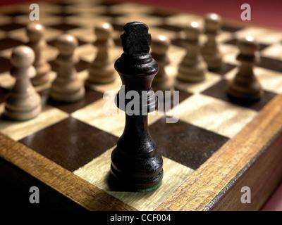 Pièces d'échecs sur un échiquier Banque D'Images