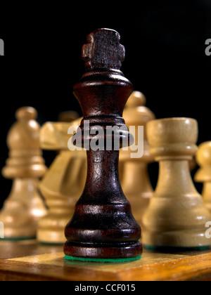 Le roi des pièces sur un échiquier Banque D'Images