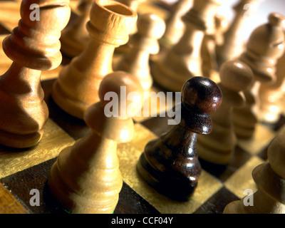 Pièce d'échecs un pion sur un échiquier Banque D'Images