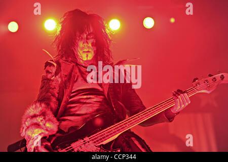20 octobre 2010 - Nashville, Tennessee, États-Unis - PIGGY D., bassiste de Rob Zombie, il se produit au cours de l'Halloween Hootenanny au Municipal Auditorium de Nashville, Tennessee, le 20 octobre 2010. (Crédit Image: © Amy Harris/ZUMApress.com)