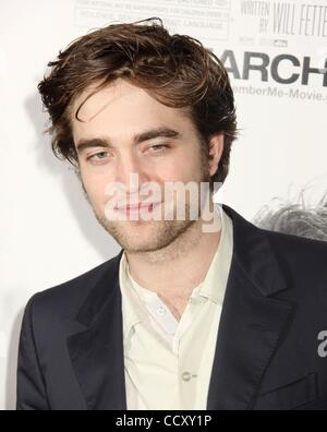 Mar 01, 2010 - New York, New York, USA - l'acteur Robert Pattinson assiste à la première de New York 'Remember me' Banque D'Images