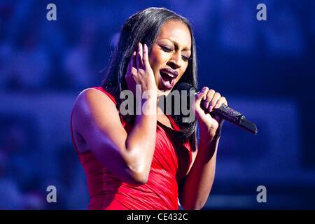 Alexandra Burke live at 'CLIC Sargent Célébration de Noël, qui a eu lieu au Royal Albert Hall de Londres, Angleterre Banque D'Images