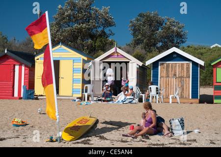 Boîtes de baignade sur la plage de Brighton, à Melbourne, la baie de Port Phillip. Banque D'Images