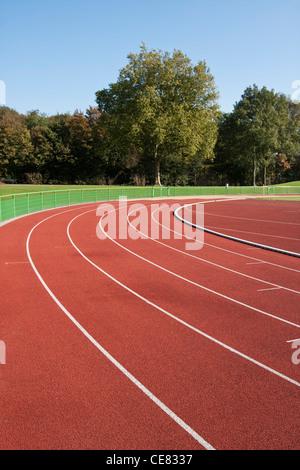 Les lignes d'une piste de course sur une journée ensoleillée Banque D'Images
