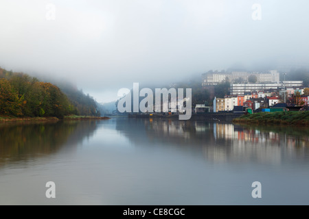 Mist clearing de l'Avon Gorge et de condensats chauds. Bristol. L'Angleterre. UK.