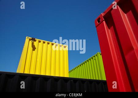 Les conteneurs d'expédition peint de couleurs vives à Re:démarrer le conteneur mall, Cashel Street, Christchurch, Banque D'Images