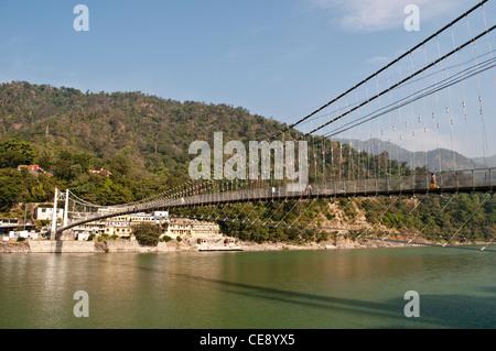 Ram Jhula pont sur le Gange, Rishikesh, Uttarakhand, Inde Banque D'Images