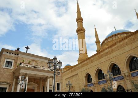 Saint George cathédrale maronite et Mohammed Al Amin Mosque sont assis côte à côte dans le quartier central de Beyrouth Banque D'Images