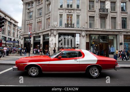 la c l bre voiture rouge utilis dans le hit tv show et. Black Bedroom Furniture Sets. Home Design Ideas