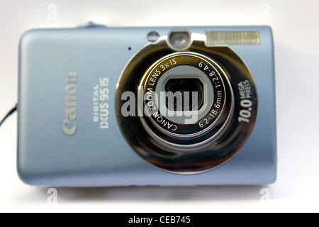 Le Canon IXUS 95 est l'appareil photo compact Banque D'Images