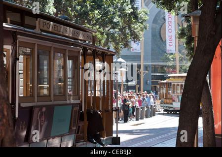 Cable car turnaround Powell & Market Union Square. Le centre-ville de San Francisco, Californie. Banque D'Images