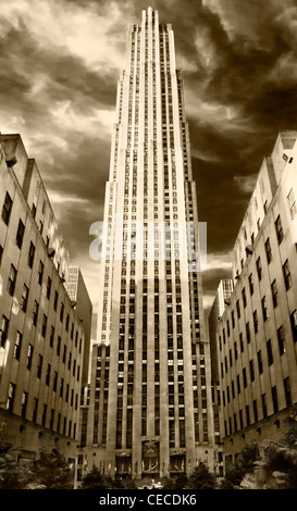 30 Rockefeller Center, GE Building, Rockefeller Plaza, Manhattan, New York City, USA, dans un style vintage sepia, Banque D'Images