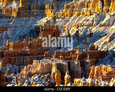 Neige sur les cheminées. Bryce Canyon National Park, Utah. Banque D'Images