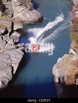 Le Shotover Jet à travers le canyon de la rivière Shotover, Queenstown, Région de l'Otago, île du Sud, Nouvelle Banque D'Images