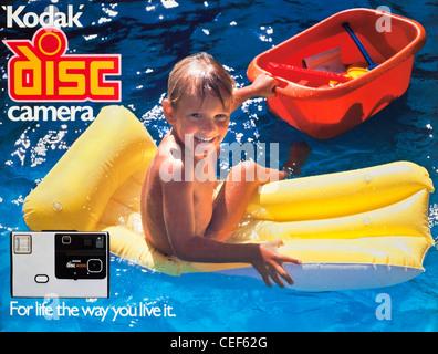 '1982' moment Kodak image concessionnaire ad campaign '80 Lancement de l'appareil photo Kodak Disc avec légende Banque D'Images