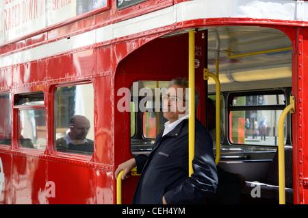Conducteur de bus sur un t Banque D'Images