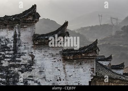 Une murale de style chinois hui et le toit en forme de têtes de cheval et harmonisé avec la couleur noir et blanc, Banque D'Images