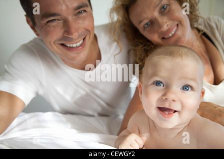 Les parents avec bébé, portrait
