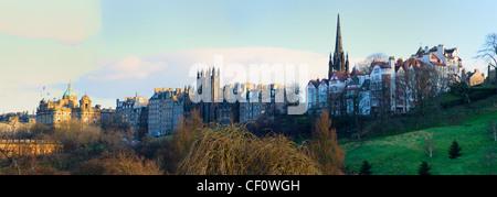 Panorama de la vieille ville d'Édimbourg de Princes Street Gardens, Édimbourg, Écosse, Royaume-Uni. Banque D'Images