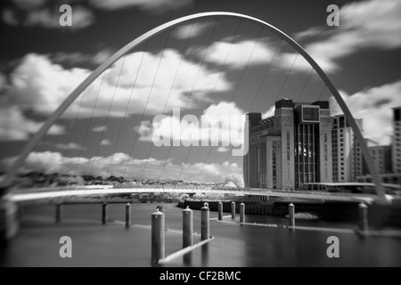 La mer Baltique Galerie dans Gateshead Millennium Bridge, avec la traversée du fleuve Tyne. Banque D'Images