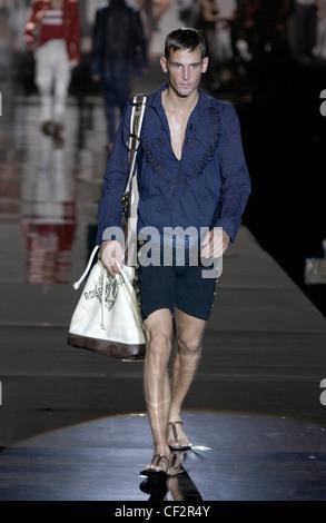 Roberto Cavalli Prêt-à-porter printemps été Milan défilé de mode masculine  de cheveux e374a4209798