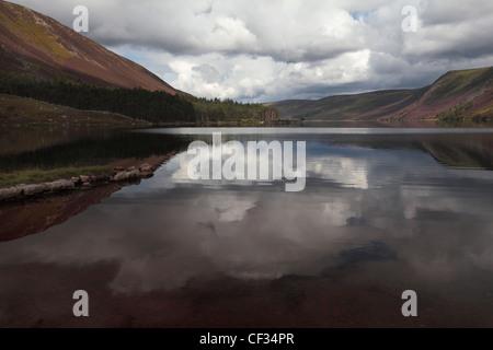 Loch Muick dans le Parc National de Cairngorms. Banque D'Images