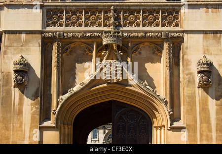 L'entrée en pierre à King's College à Cambridge. Le jeune Henry VI a posé la première pierre du King's College en Banque D'Images