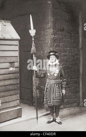 Un Beefeater, gardien de la Tour de Londres, en Angleterre, à la fin du xixe siècle. Banque D'Images