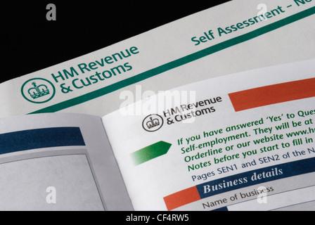 Pages d'auto-évaluation de HM Revenue and Customs (HMRC) déclaration d'impôt.