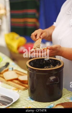 Cuisine Polonaise Traditionnelle | Cuisine Traditionnelle Polonaise Tranche De Pain Avec Du Saindoux