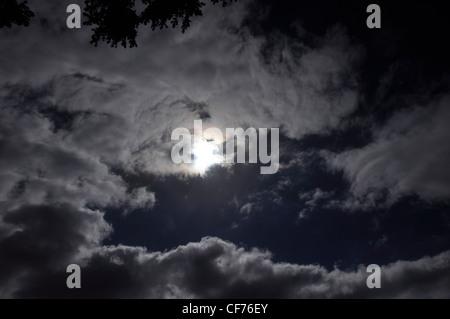 Effet de nuit de lune et les nuages théâtre institut de beauté Wonder Banque D'Images
