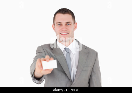 Smiling businessman showing a blank business card Banque D'Images