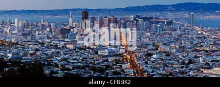 Vue sur les toits de la ville de Twin Peaks, San Francisco, Californie, États-Unis d'Amérique Banque D'Images