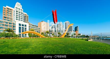 Cupid's Span Sculpture dans le parc Rincon, Embarcadero, San Francisco, Californie, États-Unis d'Amérique Banque D'Images